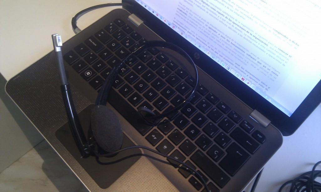 Cascos y teclado para la transcripción